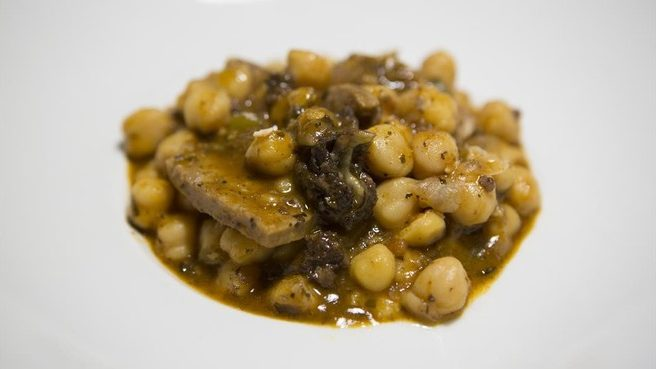 As Bodega Sepúlveda turns 65, our famous chickpeas are celebrated by Pau Arenós